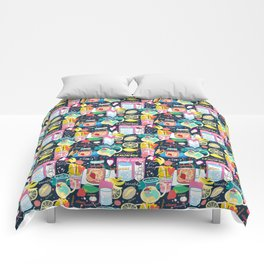 Seamless pattern of various fruit drinks and fruit on a dark background Comforters