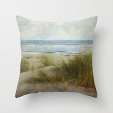 Ein Tag am Meer Throw Pillow
