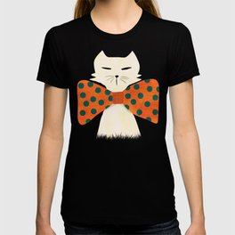 Cat with incredebly oversized humongous bowtie T-shirt