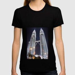 malaysia - petronas twin towers  T-shirt