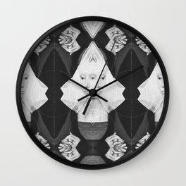 Portrait d'une jeune femme Wall Clock