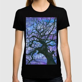 Tree silhouette of an old linden tree T-shirt