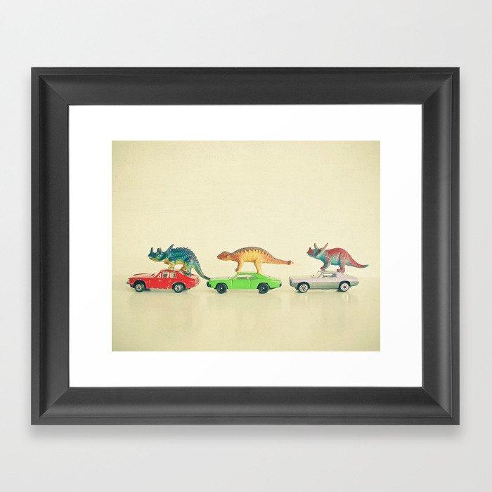 Dinosaurs Ride Cars Gerahmter Kunstdruck