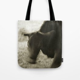 bull shaking head Tote Bag