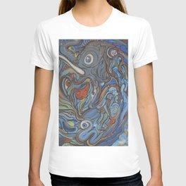Elephant VS Giraffe (resized) T-shirt