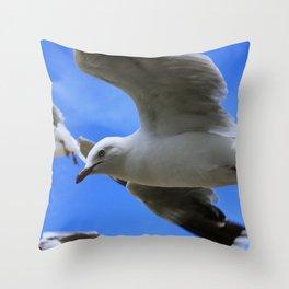 Gulliver again Throw Pillow
