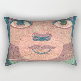 le visage dans le mur Rectangular Pillow