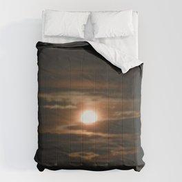 Light Shining Through The Darkness Comforters