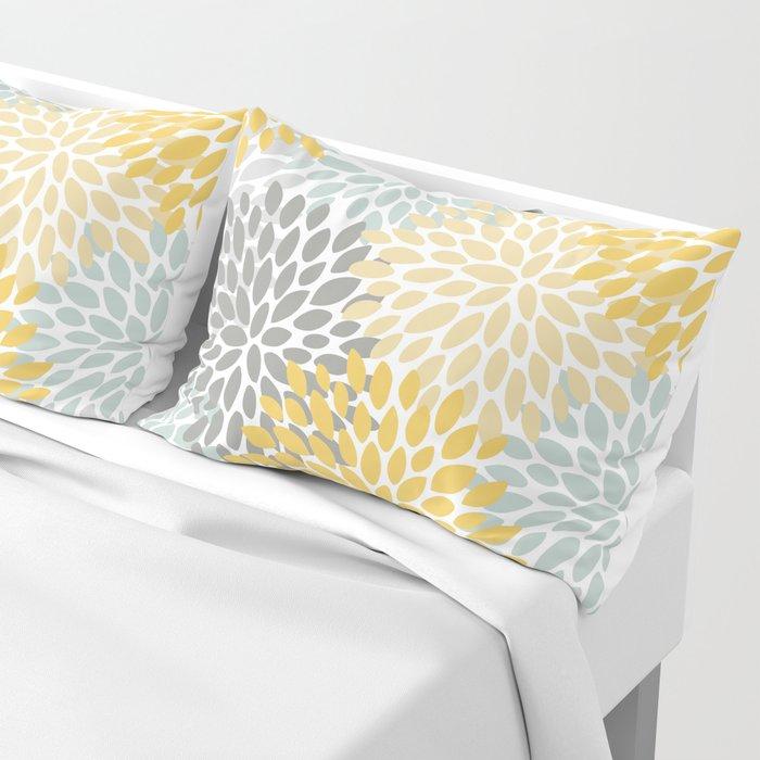 Floral Pattern, Yellow, Pale, Aqua, Blue and Gray Kissenbezug