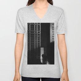 architecture immeuble noir blanc 4 Unisex V-Neck