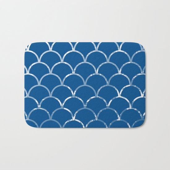 Textured large scallop pattern in snorkel blue Bath Mat