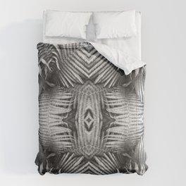Abstract Fern Black and White 1160 Comforters