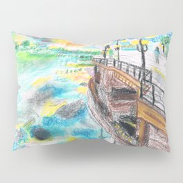El cielo reflejado bajo un puente Pillow Sham