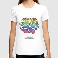 les mis T-shirts featuring Devuélveme mis pajaritos by Ju Tiscornia