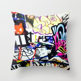 grafiti v.5 Throw Pillow