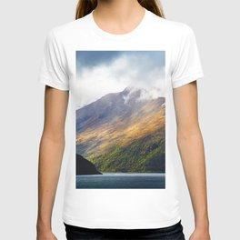 Lake Wakatipu mountains summer South Island New Zealand T-shirt