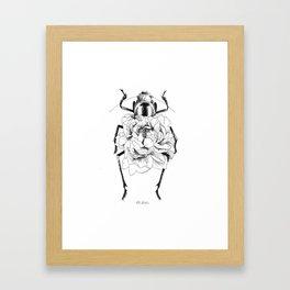 Corazón en flor Framed Art Print