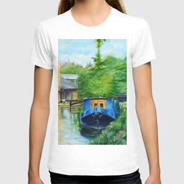 A narrow boat stops after passing through Coxes Lock near Addlestone in Surrey.  T-shirt