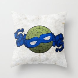 the blue turtle Throw Pillow