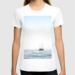 BOAT - WATER - OCEAN - SEA - PHOTOGRAPHY T-shirt