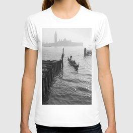 fog in venice T-shirt