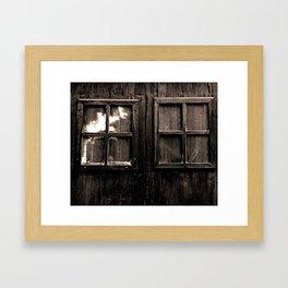Ventana al pasado Framed Art Print