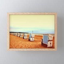 Insel Fehmarn und einsame Strandkörbe Framed Mini Art Print
