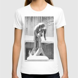 Winter Kiss - Central Park - New York City T-shirt