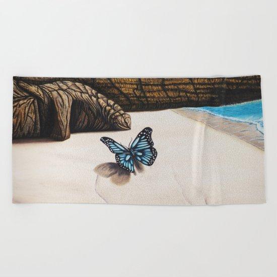 Le papillon de l'amour bleu azur Beach Towel