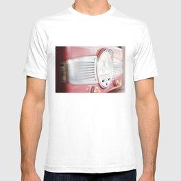 Vintage Radio Photo | Detail Photography | Red Vintage Radio T-shirt