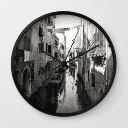 vivacità {b&w Wall Clock