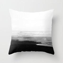 ICELAND / oceano nero Throw Pillow
