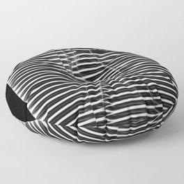 Silueta de mujer detrás de ventana Floor Pillow