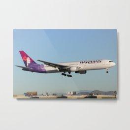 Hawaiian 767-300 landing Metal Print