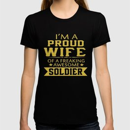 I'M A PROUD SOLDIER'S WIFE T-shirt