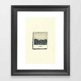 y un mar Framed Art Print