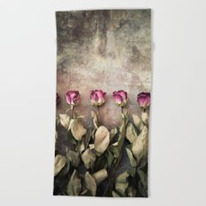 Five dried roses Beach Towel