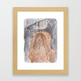 Portland Pigeon - Kvinneakt Framed Art Print