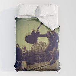 Das Fenster & the Alibis Comforters