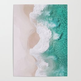 Waves spread out on the coast Poster