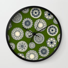 mandala cirque spot green Wall Clock