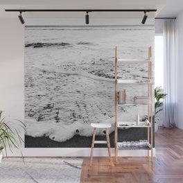 Rushing in - black white Wall Mural