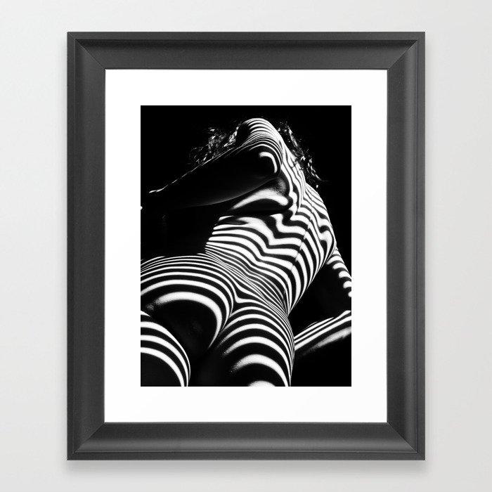 2070-AK Woman Nude Zebra Striped Light Curves around Back Butt Behind Naked Art Gerahmter Kunstdruck