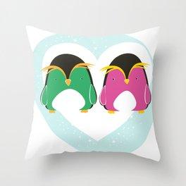 Pinguini innamorati Throw Pillow