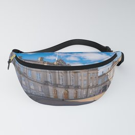 Changing the guard in Copenaghen Fanny Pack
