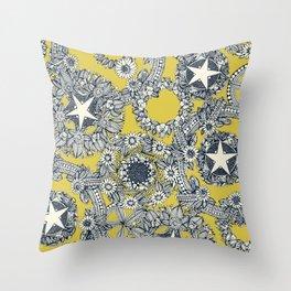 cirque fleur gold Throw Pillow