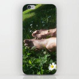 bare feet in gras iPhone Skin