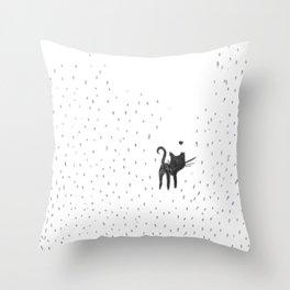 Loving in the rain Throw Pillow