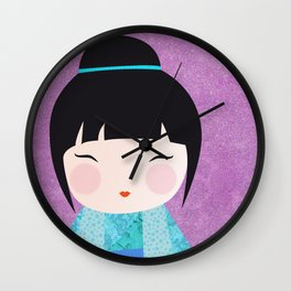 Kokeshi Kinu gros plan Wall Clock