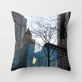 I want to wake up in that city that never sleeps Throw Pillow